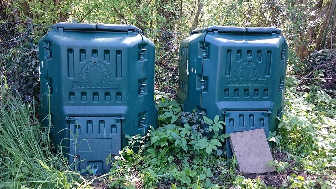 Zwei Komposter